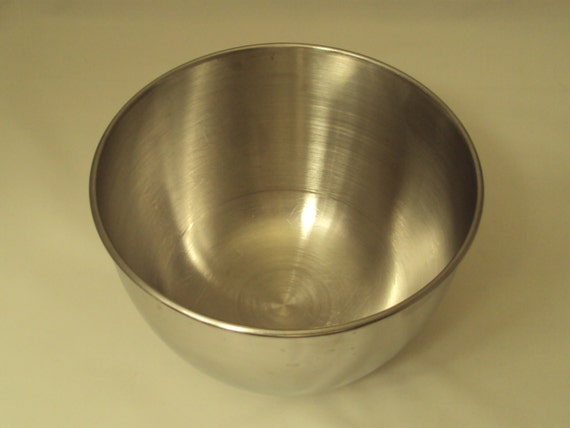 Electric Mixing Bowl ~ Vintage small stainless steel mixing bowl for hamilton beach