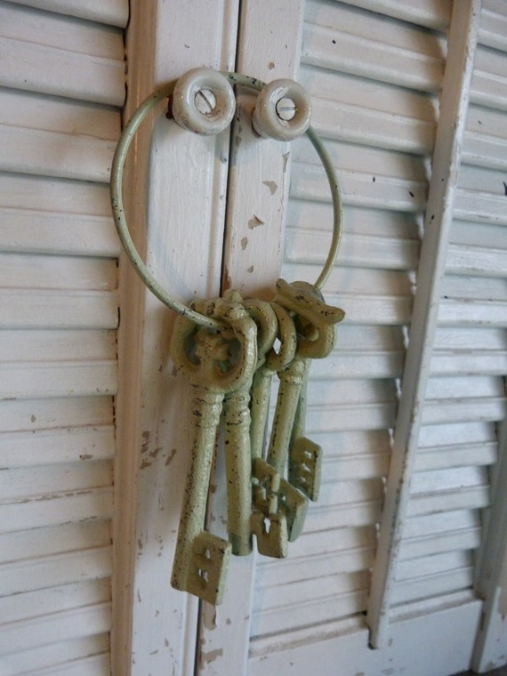 Green  Iron Skeleton Keys, Cottage Chic, Parisian Apartment Decor, Wall Hanging, Shabby and Chic, Skeleton Keys