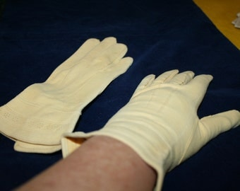 Gloves Heavy Cloth Buttery Yellow Nice Detailing Lovely