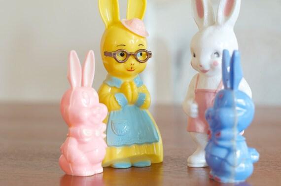 Vintage Knickerbocker Plastic Bunny Rattles Family Of 4
