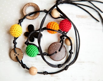 Best necklace to play with  - Bob Marley colors - Teething Necklace with a coconut buttons and ring  - Baby Carrier