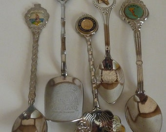 vintage souvenir spoons  set of 5