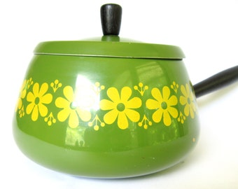 Vintage 1970s Green Fondue Pot with Yellow Daisies, Enamel Avocado Mod Home Decor