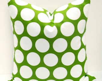 Green and White Pillow. 18x18 Inch Pillow.Throw Pillow Covers.Chartreuse.Geometric pillow. Printed Fabric on Front and Back
