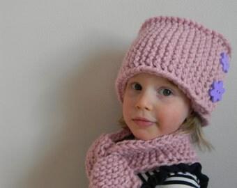 Knitting Pattern PDF Hand Knit Pillbox Hat, Chunky Knit Hat Pattern, Button Brim Winter Hat Pattern, Girl Hat, Wrap Around Hat with Buttons.