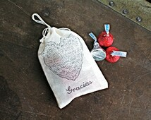 Wedding favor bags, 3x4.5. Set of 50 double drawstring muslin bags.  Lace heart and Gracias in black on natural white cotton.