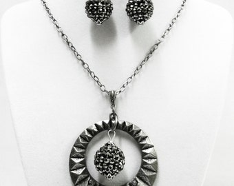 Round Open Textured Antique Silver w/Rhinestone Pendant Necklace