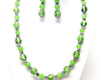 Light Emerald w/Flower Round Glass Lamp Work Bead Necklace/Earrings Set