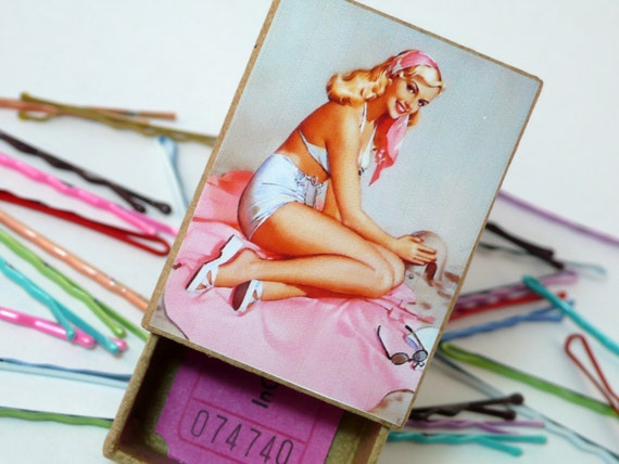 Vacation Pin Up Girl Beach PinUp Pretty in Pink Vintage Style Box with Bobby Pins