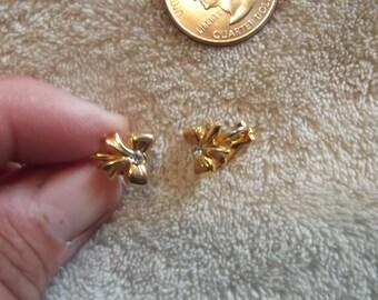 Vtg Clip On Earrings-Goldtoned Bows-C1913