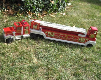 Tonka Hook and & Ladder Fire Engine Die Cast Toy Play Truck 1970s