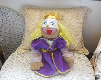 Sweet Princess Miss Piggy Hand Puppet./:)S/Use Coupon Code CLEARINGOUT25 .Must Be used at check out can not change after paying for item.