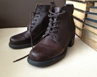 Vtg Brazil // Brown Leather Ankle Boots // Size 8 US