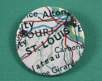 Pinback Button, St. Louis, Ø 1.5 Inch Badge, Atlas, Travel, vintage, fun, typography, whimsical