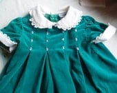 Sz 0 to 3 months 1980s Velveteen Pleated Dress//Peter Pan Collar