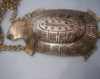 MR. WE TURTLE Necklace 32.