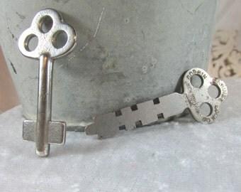 Vintage set of 2 keys