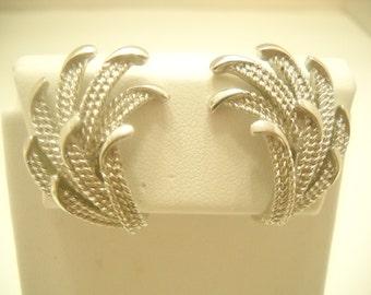 Vintage Trifari Silver Tone Clip Earrings (2504)