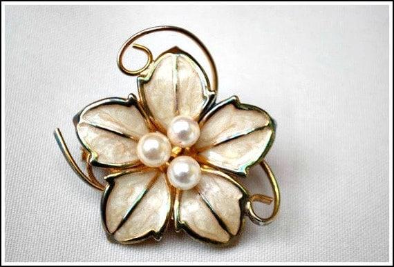 Vintage Marble Cream enamel Pearl flower brooch