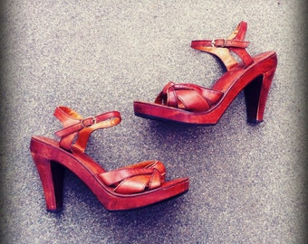 "Vintage 1970's Wooden 4"" Heel Kinney Shoes Size 5"
