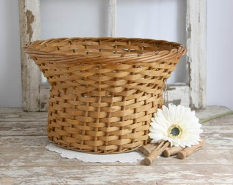 Vintage Wicker Basket round for clothespins laundry basket farmhouse country cottage chic, Fixer Upper Decor, basket for clothes line