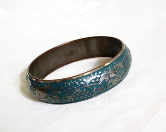 Lovely vintage brass bangle BRACELET Embossed grapes, grapevines, Boho jewelry, floral pattern, rustic repousse, womens jewellery, metal art