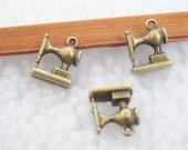 10pcs 6x12x15mm Antique Bronze Lovely Mini 3D Sewing Machine Charm Pendant Jewelry Supplies A1244-13A