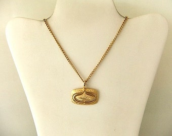 Chain Link Necklace & Pendant Gold Tone