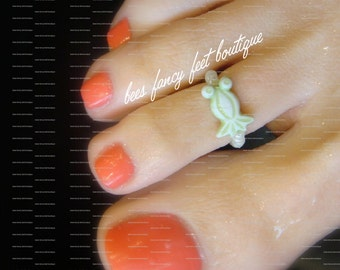 SALE - Toe Ring - Green Frog - Pollywog - Stretch Bead Toe Ring