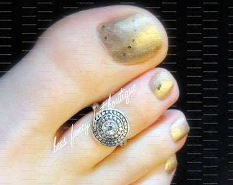 Toe Ring - Glass Rhinestone - Round Silver Metal - Stretch Bead Toe Ring