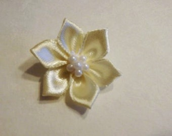 20 small ivory fabric flowers
