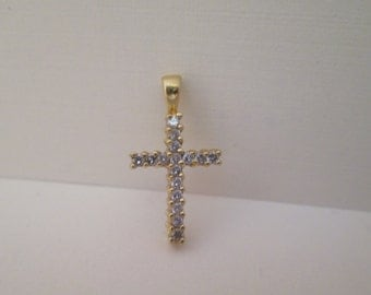 Cross Pendant with Diamonds in 18K Gold