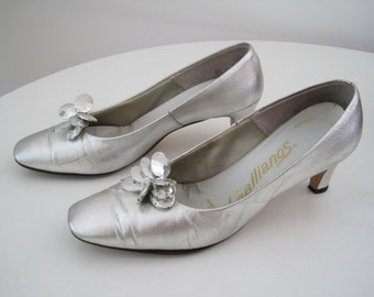 Vintage 1950s Silver Heels - Metallic Silver Pumps Retro Mid Century with Gem Bead Detail - Space Age - Medium Size 7.5