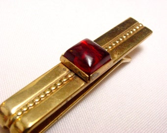 Anson Gold Tone Tie Clip with a Dark Red Square Cabochon (vintage retro 50s 60s plastic signed groom wedding father gift present simple)
