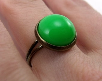 Bezel Ring - kelly green, antiqued brass