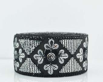 Embroidery Lace Trim, Border, Indian Style, Floral, Black, White and Sequin - 1 meter