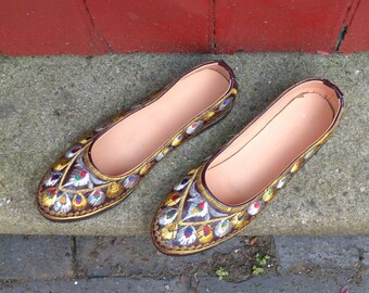 Embroidered vintage pumps / Indian embroidery flat shoes / womens flats