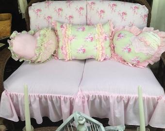 set of 3 ruffled pillow
