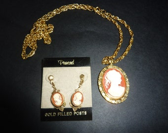 CLASSIC CAMEO///////Vintage Cameo Pendant and Earring Set