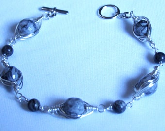 wire wrapped grey bracelet 0040FB