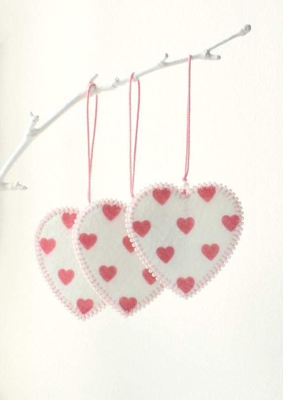 Set of 3 felt heart ornaments home decor favors for for Hearts decorations home