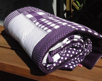 Baby blanket Patchworkdessing purple blankie