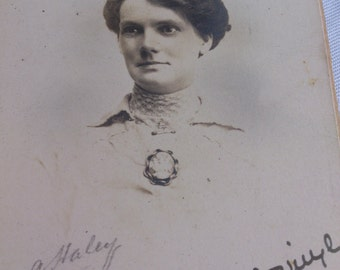 1916 vintage photograph of a lady