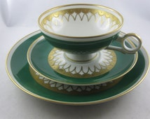 10% OFF: Very decorative collectors cover / collection cup, 3 pieces. White-green-gold. W 1764 Made in GDR gold relief handpainted. VINTAGE
