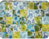 "Patchwork floral quilt made with retro vintage fabrics ""Forget-me-not"" - for baby / children / home"