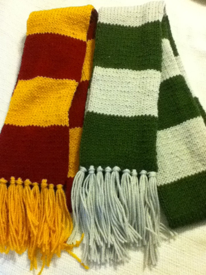 Harry Potter Scarf Knitting Pattern Slytherin : Harry Potter Inspired Knitted Scarf Gryffindor