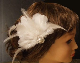 Feather  hair Fascinator. Hair Accessory,wedding veil, Bridal hair piece,wedding hair piece, Feather fascianator with sparkly embellishment.
