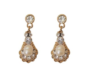 Elegant Vintage Style Gold and Freshwater Pearl Delicate Drop Earrings