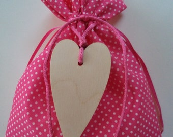 Fuchsia fabric pouch with wooden heart - party favor, baptism favor/bomboniere