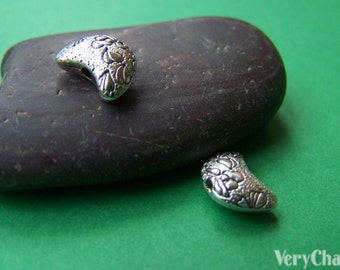 20 pcs Antique Silver Crescent Moon Beads Charms Double Sided 7x10mm A1100